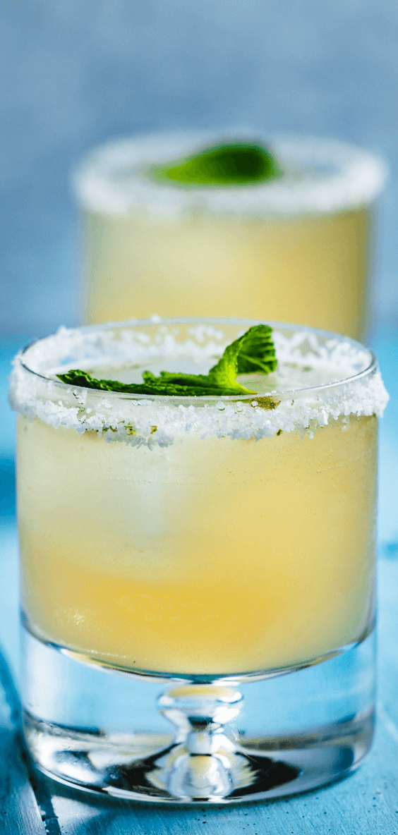 Easy refreshing grapefruit mint margarita for summer time. #margarita #grapefruit #tequiladrink  #cocktail #mixeddrink #alcohol #refreshing #mexicanfood #paloma