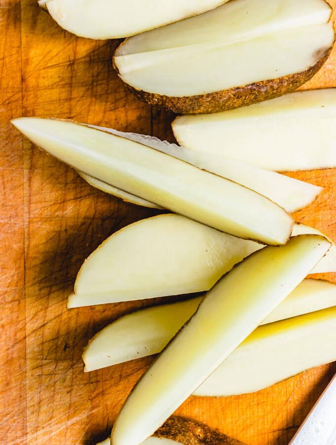 Cut up potatoes.