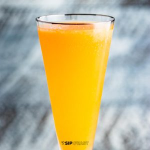 How to make a peach bellini featured image.