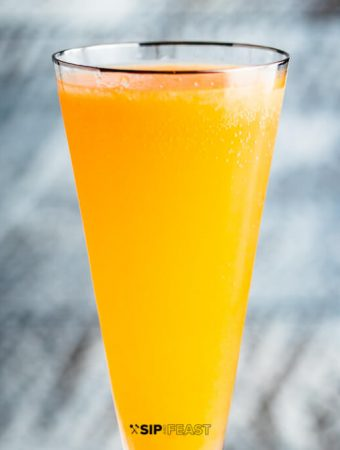 How to make a peach bellini featured image