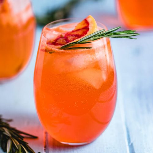 Aperol spritz cocktail featured image.