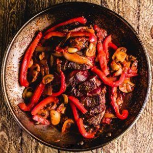 Steak pizzaiola in pan featured image.