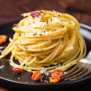 Spaghetti carbonara featured image.