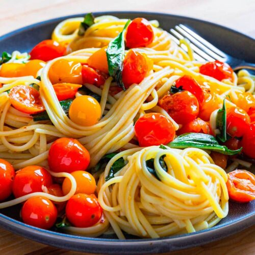 Pasta with cherry tomatoes featured image.