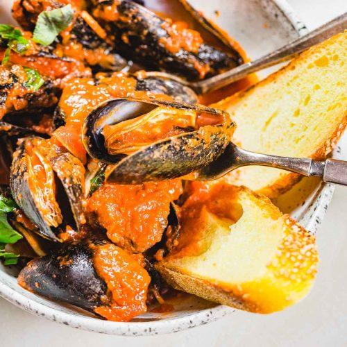 Mussels marinara featured image.