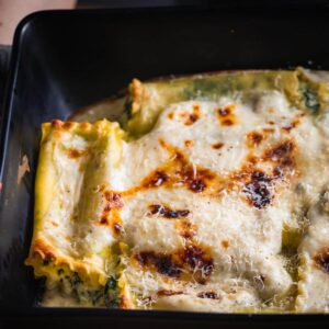 Spinach lasagna rolls featured image.