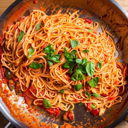 Spaghetti arrabbiata featured image.