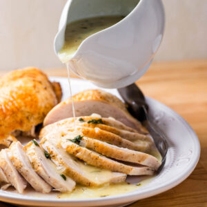 Easy turkey gravy featured image.
