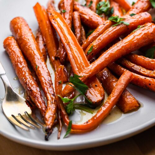 Maple roasted carrots featured image.